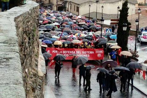 La lluvia no ha sido obstáculo para que miles de castellanomanchegos participen en las manifestaciones convocadas hoy en la región para reclamar pensiones dignas