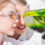 UGT exige medidas específicas para combatir la brecha en el ámbito científico y educativo