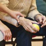 El Gobierno permite contratar a cuidadoras no cualificadas mientras dure la emergencia