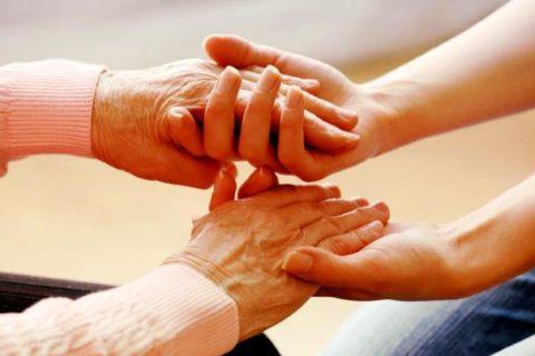 Es urgente reforzar la ayuda a domicilio